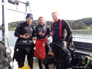 Seasearch Divers with oysters